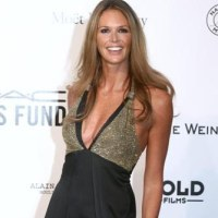 inspirational women over 40: elle mcpherson