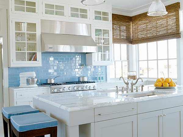 decor: splashes of white kitchen design | www.
