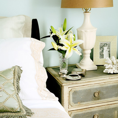 Side Table Decor : ... -design-bed-side-night-stand-bed-room-decor-ideas-home-decorating