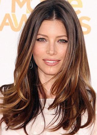http://www.glam4you.com/beleza-das-famosas-4-cortes-lindos-para-cabelos-longos/