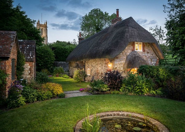 1433964293-faerie-door-cottage-thatched-roof-wiltshire-england-holiday-rental-10