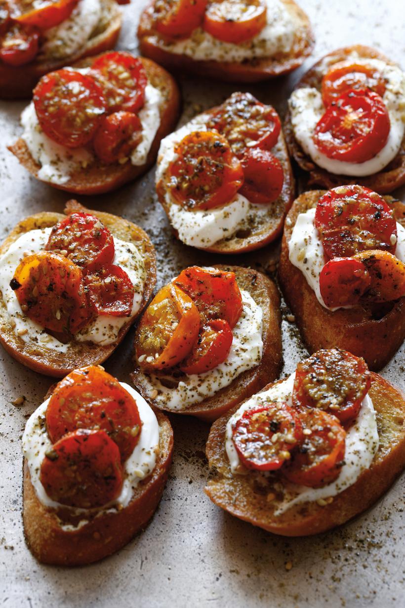 Zaatar-Roasted-Tomatoes-Crostini_8977