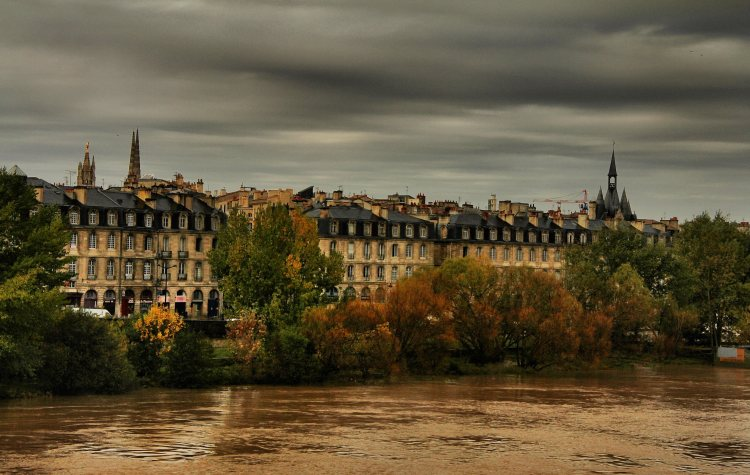 Wharf-in-Bordeaux-(France)