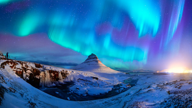 Spectacular-Northern-Lights-Appear-Over-Mount-Kirk-Stock-Photo--Getty-Images----2015-11-02-18-44-35-png_859943_ver1.0_640_360