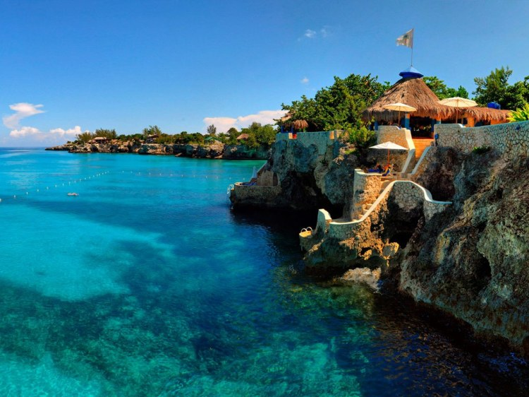 clifftop-hotels-07-Caves-Jamaica-cr-courtesy