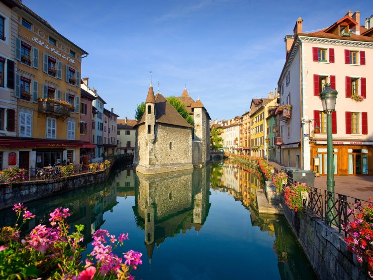 small-towns-france-Annecy-GettyImages-175837227