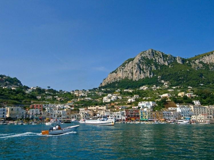 capri-boat-ride-italy