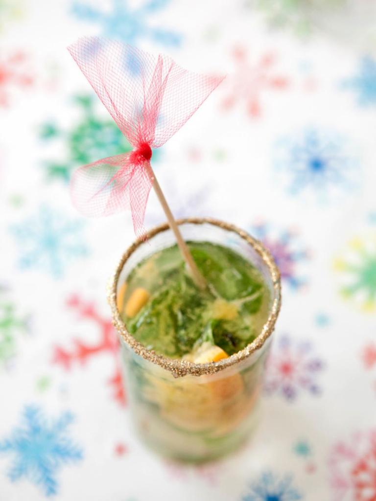 original-michelle-edgemont-drink-stirrer-how-to-beauty-shot-front_s3x4-jpg-rend-hgtvcom-966-1288