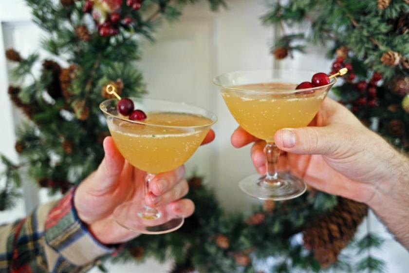 original_kristin-guy-christmas-dinner-ginger-bell-cocktail-jpg-rend-hgtvcom-966-644