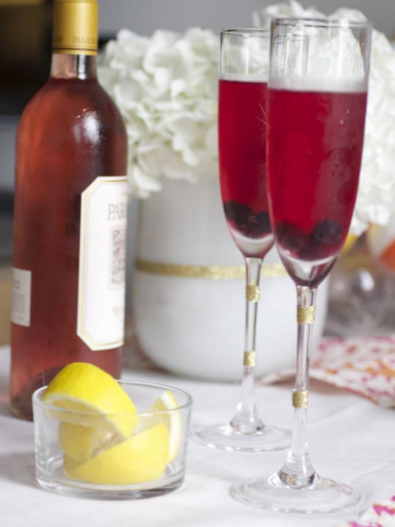 original_manvi-hidalgo-ornament-party-cocktail_s3x4-jpg-rend-hgtvcom-966-1288