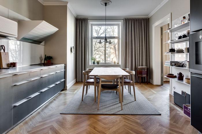 elegant-swedish-apartment-filled-with-design-classics-02