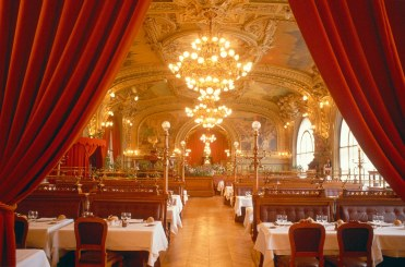 romantic-restaurant-le-train-bleu