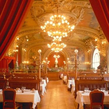 romantic-restaurant-le-train-bleu