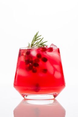 gallery-1446670664-delish-cocktails-pomegranate-moscow-mule