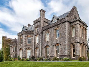 Experience a stay in a Scottish Castle - is something I dream of every time I plan a trip there