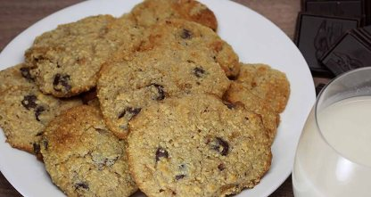 9-Keto-Desserts-Thatll-Satisfy-Your-Sweet-Tooth_Low-Carb-Chocolate-Chip-Cookies