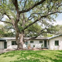 Decor: Nicely Renovated Home With A 400 Year Old Oak Tree