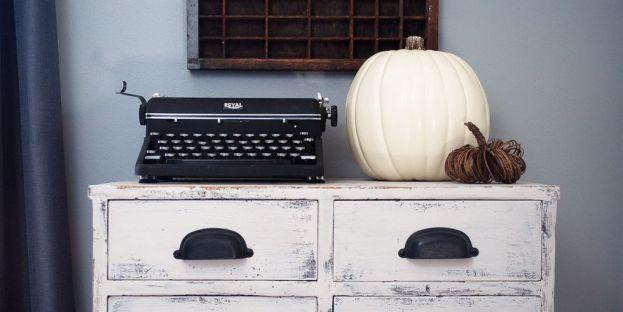fall-decorations-vintage-typewriter