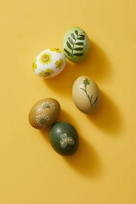easy-easter-egg-decorating-pressed-flowers-1585766506
